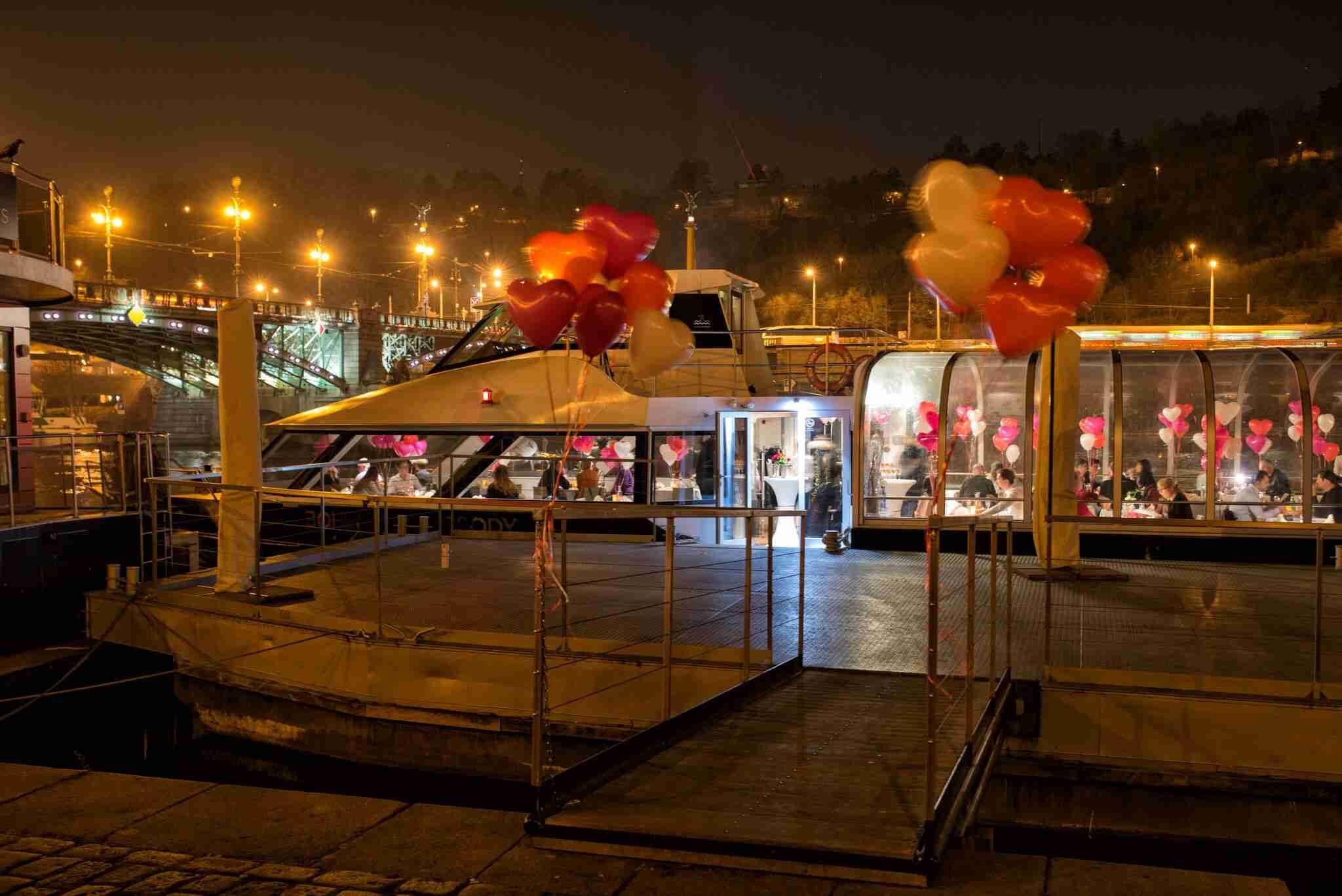 Soutěž o valentýnskou plavbu s večeří na lodi Bohemia Rhapsody - www.atlasceska.cz