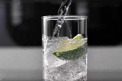SOUTĚŽ o výrobník perlivé vody SodaStream SPIRIT White - www.zenyprozeny.cz